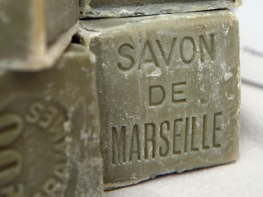 Faire sa lessive au savon de marseille vid o - Savon de marseille sans glycerine ...